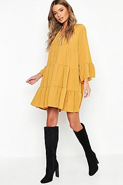 Se  Woven Tiered Smock Dress ved Boohoo.com