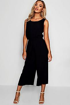 Se  Woven Sleeveless Culotte Jumpsuit ved Boohoo.com