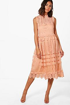 Se  Boutique Lace Skater Bridesmaid Dress ved Boohoo.com