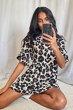 Se  Leopard Print Smock Dress ved Boohoo.com