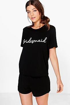 Se  Bridesmaid T-Shirt and Short Pj Set ved Boohoo.com