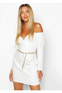 Se  Chain and Pearl Waist Belt ved Boohoo.com