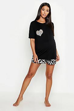 Se  Maternity Leopard Heart Short Pyjama Set ved Boohoo.com