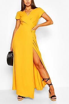 Se  Plunge Front Tie Wrap Maxi Dress ved Boohoo.com