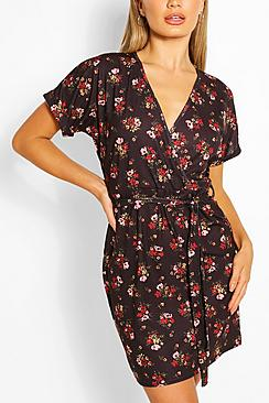 Se  Floral Tie Waist Wrap Tea Dress ved Boohoo.com