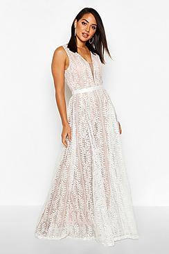 Se  Boutique Lace Plunge Maxi Bridesmaid Dress ved Boohoo.com