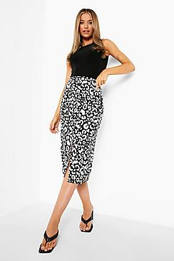 Se  Button Front Woven Floral Print Midi Skirt ved Boohoo.com
